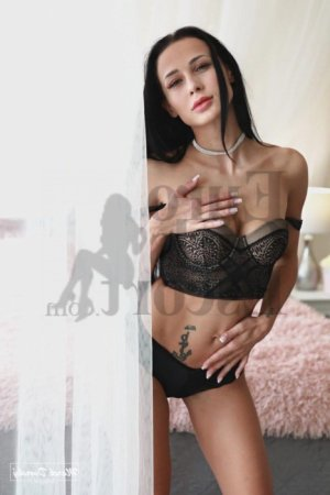 Loeticia erotic massage
